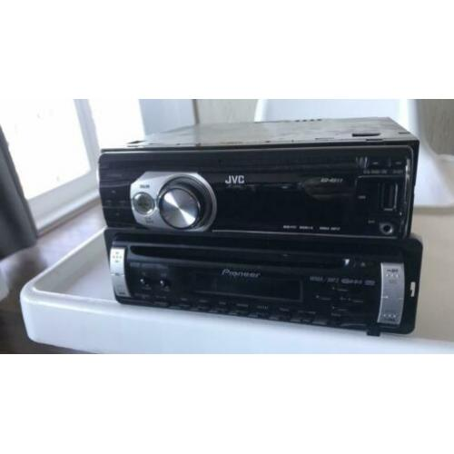 2 autoradio's JVC CD/MP3/USB en Pioneer CD/CD-RW/MP3 +stekje